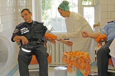 В Днепропетровске милиционеры сдали кровь для раненых во время АТО