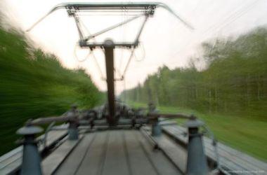 В Харьковской области убило током девушку, которая каталась на крыше электрички
