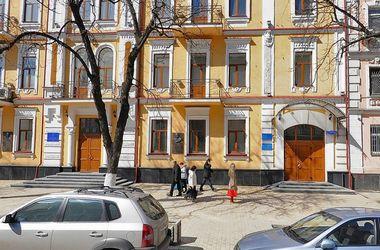 Активисты Майдана попытались прорваться в здание Госпогранслужбы, их полили из брандспойта