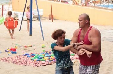 В Одессе охрана платного пляжа напала на журналистов