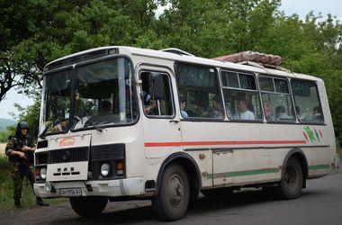 Похищенных террористами детей из Снежного вывезли в лагерь для беженцев в Ростовской области