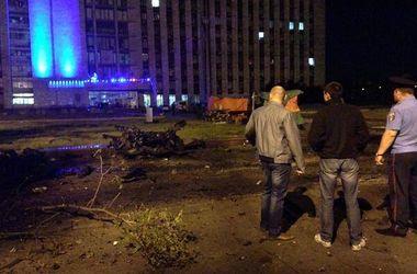 Последствия взрыва возле Донецкой ОГА