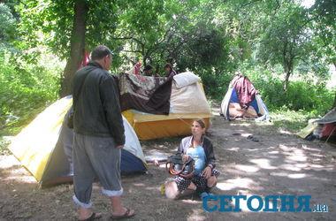 Беженцы из Славянска разбили палатки в харьковском сквере