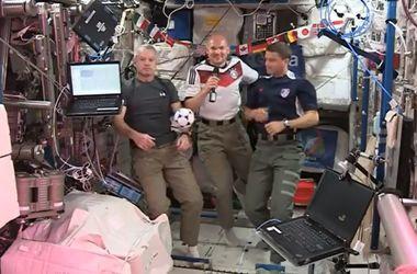 Астронавты сыграли в футбол в невесомости