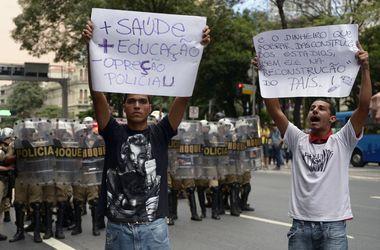 Перед матчем Мексика - Камерун водители автобусов объявили забастовку