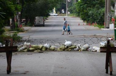 """В Мариуполе металлурги разбирают баррикады """"ДНР"""""""