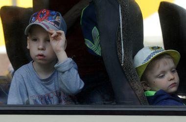 Похищенные дети из Снежного летят в Днепропетровск