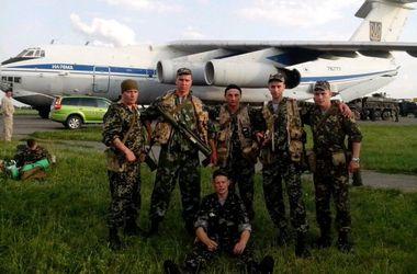 В сети появились фото ребят, погибших в сбитом террористами самолете