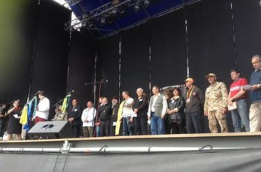 Майдан во вторник пойдет под Раду требовать роспуска парламента