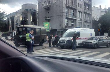 В Харькове скорая столкнулась с легковушкой