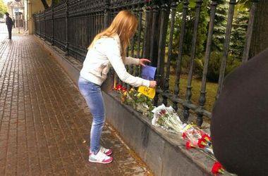 У посольства Украины в РФ задержали активистов