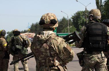 Вооруженные боевики пришли к зданию Миндоходов в Донецке