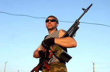 """Террористы похитили 180 автоматов и пистолетов из милицейской """"оружейки"""" в Алчевске"""