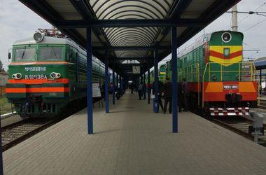 """""""Укрзализныця"""" готова, при необходимости, увеличить количество поездов с востока"""