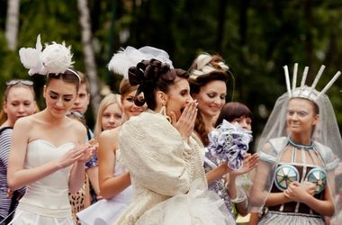Парад невест в Харькове: русалки и женитьба на день