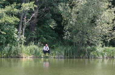 В Киеве на заливе утонул рыбак