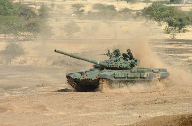 Террористы завезли в Донецк два танка Т-72