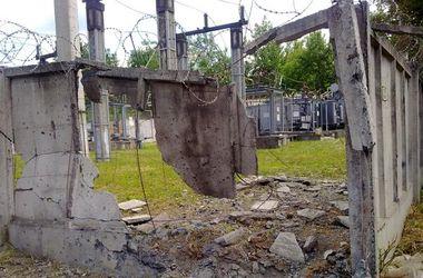 Снаряд угодил в ограждение трансформаторной станции в Краматорске
