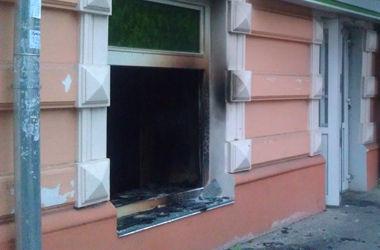 Ночью в Одессе подожгли сразу два отделения банка