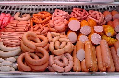 Врачи рассказали, как сосиски и колбаса убивают организм
