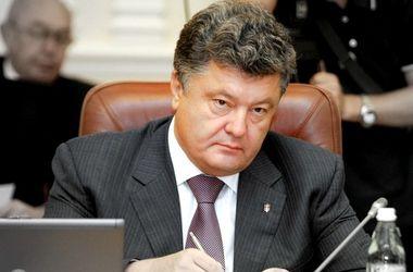 Порошенко подписал закон Азарова