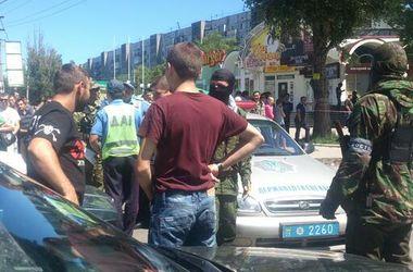 В Донецке милиция ищет бомбу в автомобиле, движение перекрыто