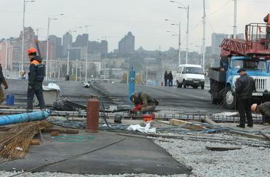 В Киеве частично ограничат движение автотранспорта на Южном мосту