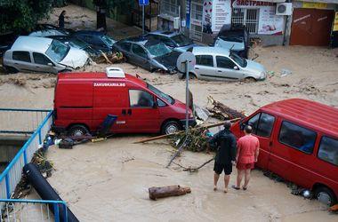 В Болгарии из-за проливных дождей разрушены дома, погибли люди