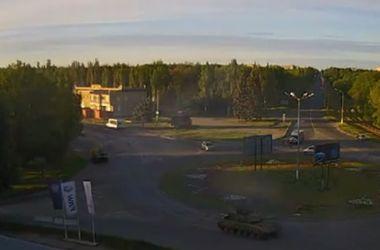 Колонна танков, БТРов и грузовиков вошла в Луганск
