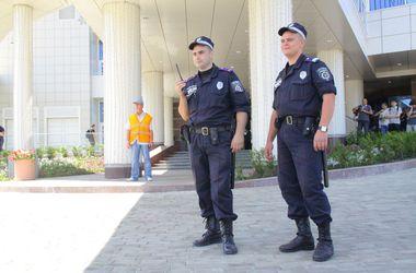 Улицы Донецка  патрулируют  представители МВД и добровольцы