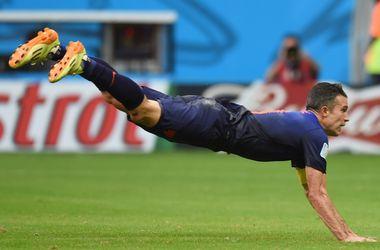 Болельщики сборной Голландии попытались повторить прыжок ван Перси