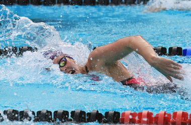 17-летняя американка установила два рекорда в плавании