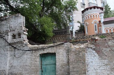 В Киеве может рухнуть старинный замок