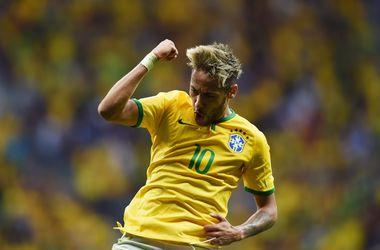 Бразилия вышла в плей-офф домашнего ЧМ-2014 с первого места в группе