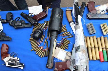 В Киеве поймали вооруженного мужчину