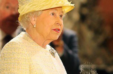 """Королева Елизавета II посетила съемочную площадку """"Игры престолов"""" в Северной Ирландии"""