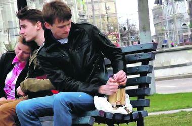 """В Харькове манипулируют сознанием прохожих """"взрывчаткой"""" на набережной и """"гипнотизером"""" на остановке"""