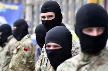 """Заместитель командира батальона """"Азов"""" призвал разбирать баррикады на Майдане и ехать в Донбасс"""
