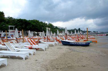 """Скандал с платными пляжами в Одессе. Эксперт: """"Один бесплатный откроют, а 20 - закроют"""""""