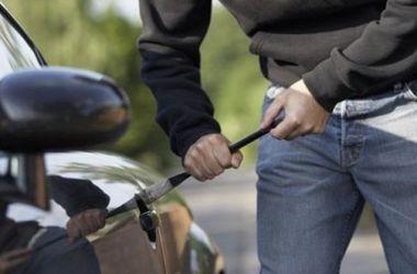 В столице гаишники поймали угонщика авто сразу после кражи машины