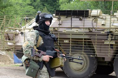 Силовики отбили танковую атаку на блок-пост под Славянском