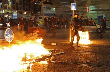 Полиция разгоняла алжирских болельщиков слезоточивым газом