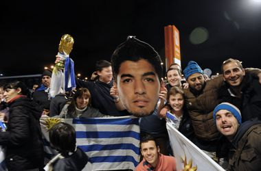 Суареса в Уругвае встретили как национального героя