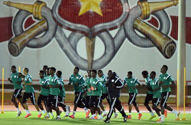 Футболисты сборной Нигерии получили деньги и возобновили тренировки