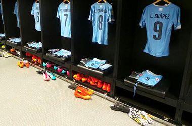 Уругвай демонстративно приготовил для Суареса комплект формы на матч против Колумбии