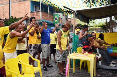 Как бразильцы за свою сборную переживали