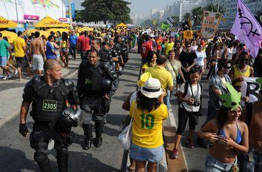 Полиция разогнала участников протеста перед матчем Колумбия - Уругвай