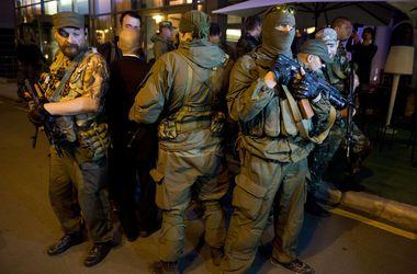 В Донецке продолжает гореть воинская часть