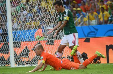 ФИФА может наказать Роббена за симуляцию в игре с Мексикой