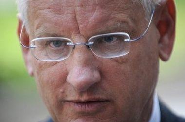 Бильдт летит в Киев для переговоров о конце перемирия и бездействии России